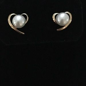 Pearl in a heart of gold post earrings
